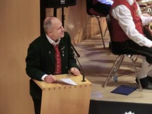 Reinhard Hörwick bei der Begrüßung