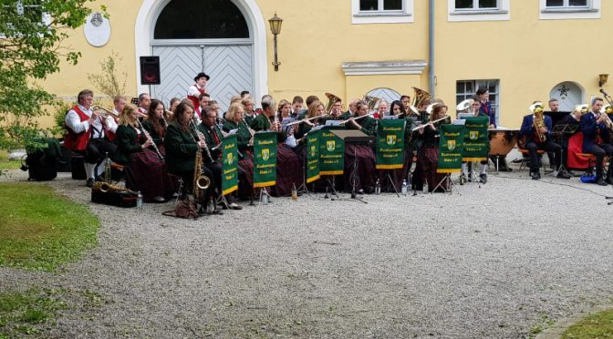 Marktkapelle Welden gastiert bei der Schlossserenade in Aystetten
